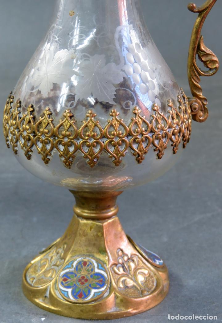Antigüedades: Vinajeras litúrgicas neogóticas en metal dorado y cristal grabado al ácido hacia 1900 - Foto 9 - 175780722