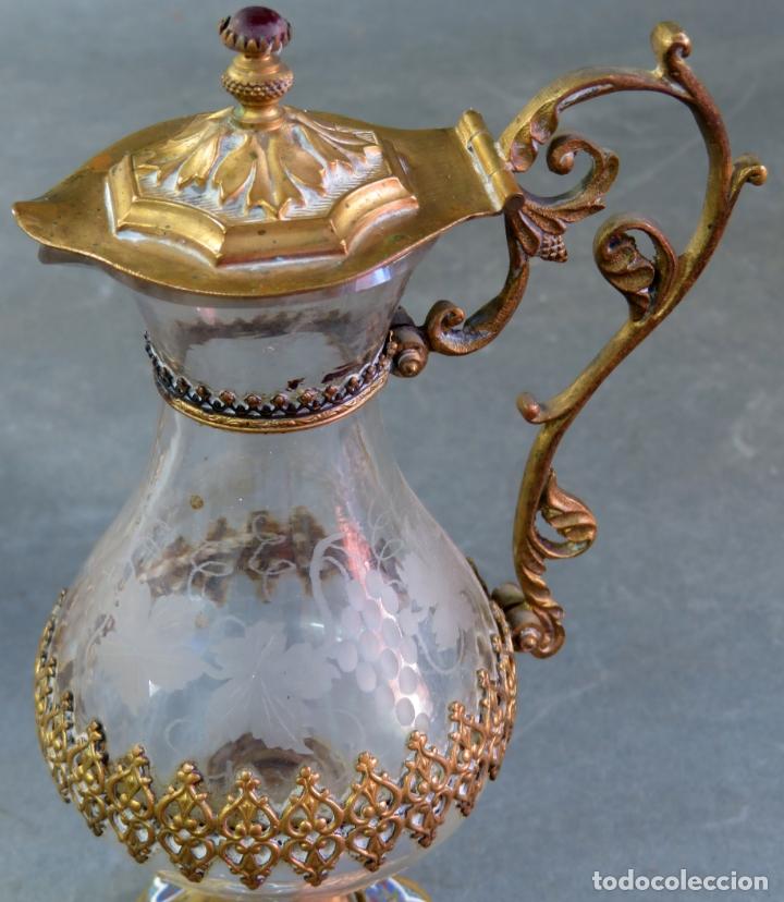 Antigüedades: Vinajeras litúrgicas neogóticas en metal dorado y cristal grabado al ácido hacia 1900 - Foto 11 - 175780722