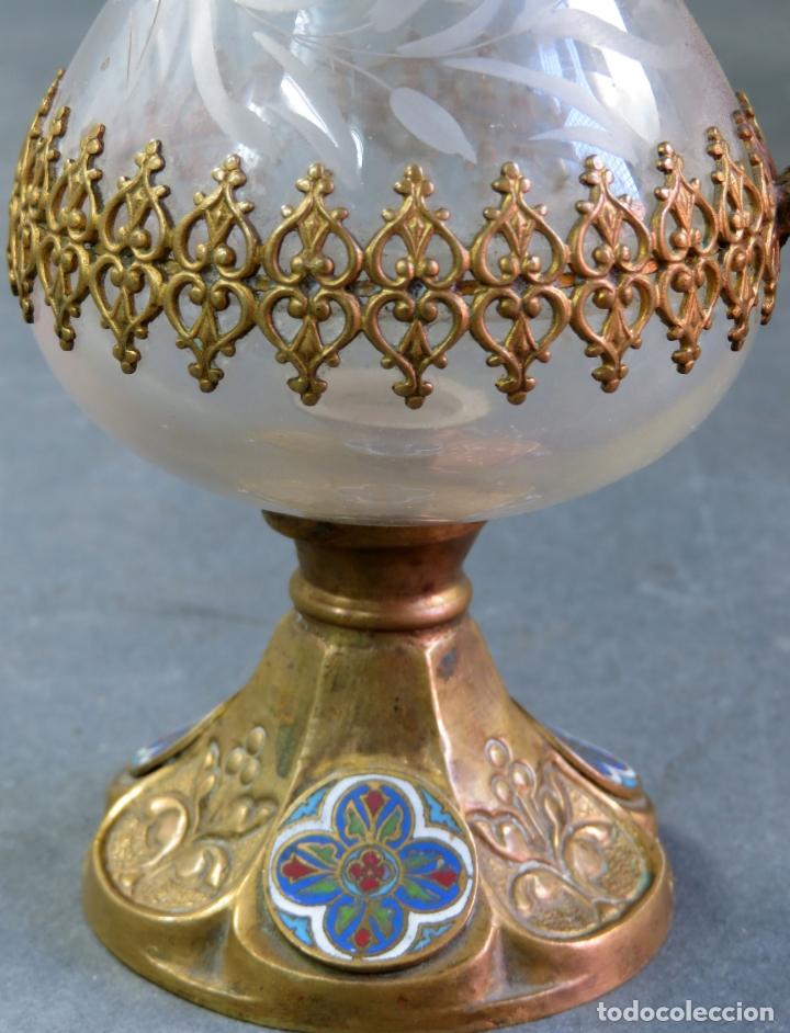 Antigüedades: Vinajeras litúrgicas neogóticas en metal dorado y cristal grabado al ácido hacia 1900 - Foto 15 - 175780722