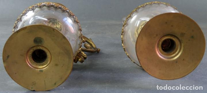 Antigüedades: Vinajeras litúrgicas neogóticas en metal dorado y cristal grabado al ácido hacia 1900 - Foto 16 - 175780722