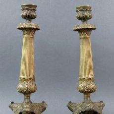 Antigüedades: PAREJA DE CANDELEROS CANDELABROS EN BRONCE DORADO CARLOS X FRANCIA SIGLO XVIII. Lote 175785842