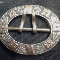 Antigüedades: HEBILLA DE PLATA. SIGLO XX.. Lote 175788515