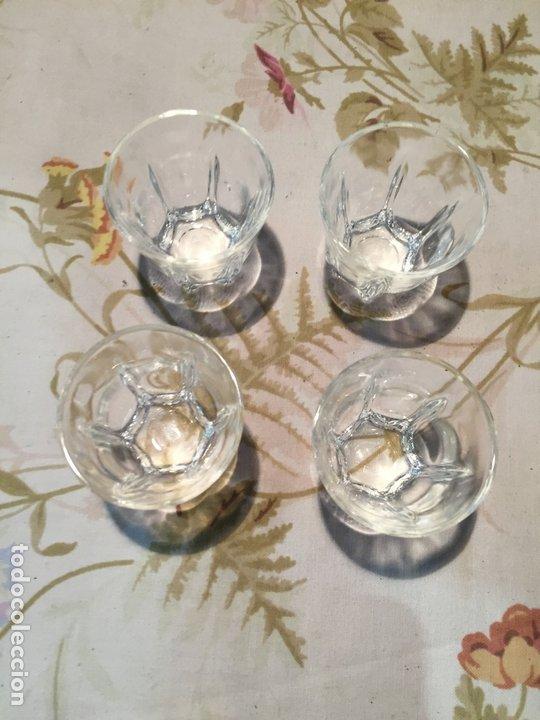 Antigüedades: Antiguas 4 vaso / vasos de licor o chupito de cristal prensado años 50-60 - Foto 2 - 175793225