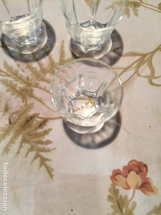 Antigüedades: Antiguas 4 vaso / vasos de licor o chupito de cristal prensado años 50-60 - Foto 5 - 175793225