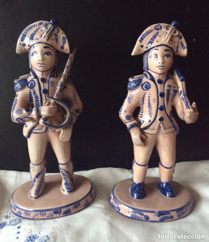 FIGURAS DE CERÁMICA POSIBLEMENTE DELF,REPRESENTANDO OFICIALES ,MILITARES, (Antigüedades - Porcelana y Cerámica - Holandesa - Delft)