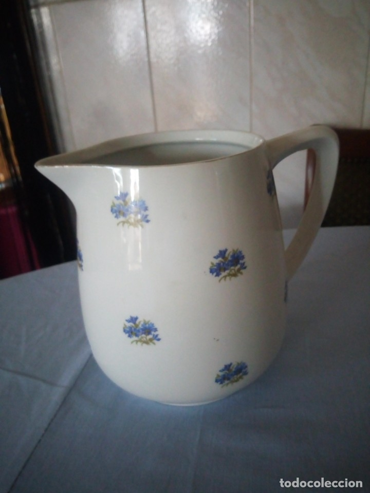 Antigüedades: Antigua jarra de porcelana decorada con pequeñas flores en azul.sin marca. - Foto 4 - 175801532