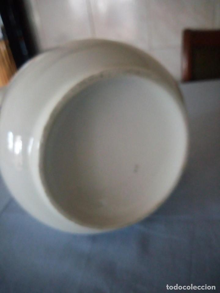 Antigüedades: Antigua jarra de porcelana decorada con pequeñas flores en azul.sin marca. - Foto 5 - 175801532