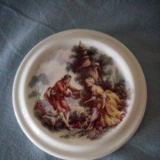 Antigüedades: MEDALLON DE PORCELANA ROMÁNTICA DE EPOCA FINE BONE CHINA ENGLAND. Lote 175804415