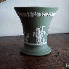 Antigüedades: JARRÓN PORCELANA WEDGWOOD. Lote 175808803