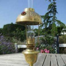 Antigüedades: ANTIGUA LAMPARA QUINQUE PARISIEN EN LATON MODERNISTA AÑO 1900 PERFECTO CINCELADO. Lote 175812512