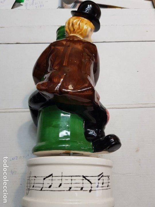 Antigüedades: Botella Publicidad Black & White musical escasa - Foto 2 - 175821655