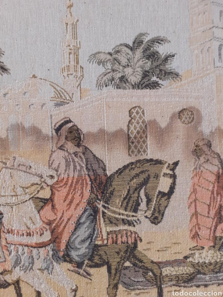 Antigüedades: Dos magníficos antiguos tapices. Motivos moriscos. 51 X 51 cms - Foto 7 - 175824997