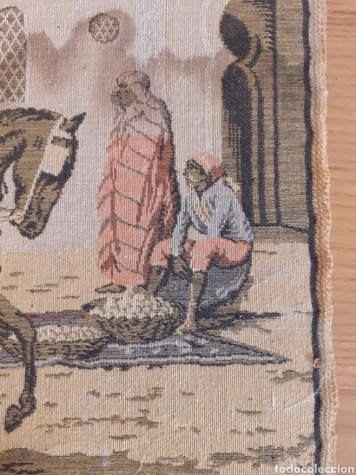Antigüedades: Dos magníficos antiguos tapices. Motivos moriscos. 51 X 51 cms - Foto 8 - 175824997