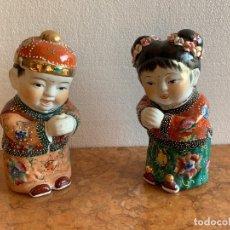 Antigüedades: PAREJA DE NIÑOS EN PORCELANA JAPONESA. Lote 207269993