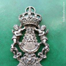 Antigüedades: MUY BONITA Y ANTIGUA BENDITERA VIRGEN DEL ROCÍO CON ÁNGELES. . Lote 175841865