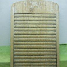 Antigüedades: ANTIGUA TABLA DE LAVAR CASTELLANA ROPA EN MADERA. EXCELENTE ESTADO DE CONSERVACIÓN Y FACTURACIÓN . Lote 175863058