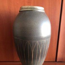 Antigüedades: JARRÓN CERÁMICA DE JORDI AGUADE FIRMADO. Lote 175887202