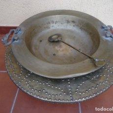 Antigüedades: ANTIGUO BRASERO XIX CON BASE DE MADERA Y LATON CON SU BADILA. Lote 175892049