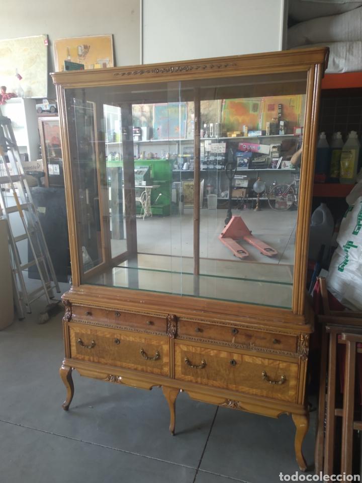 Antigüedades: Vitrina vintage con 2 estantes de cristal - Foto 5 - 199782832