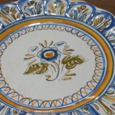 Antigüedades: 2 PLATOS DE CERAMICA DE TALAVERA. Lote 198574733