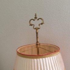 Antigüedades: EXPLENDIDA Y ANTIGUA LAMPARA HECHA EN METAL Y TECIDO FONCIONA PERFECTAMENTE. Lote 175920622