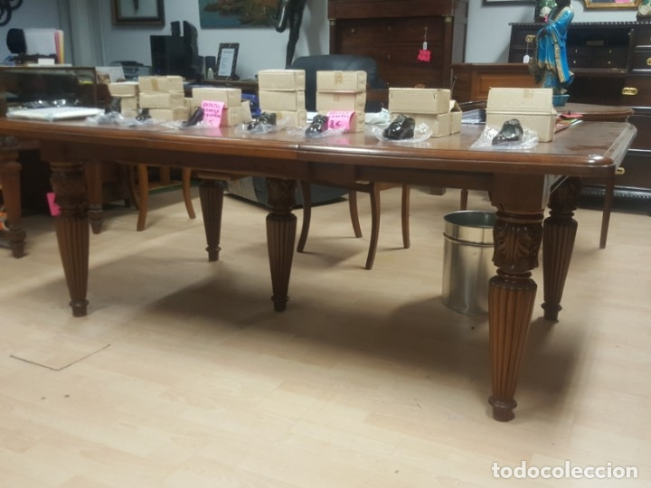 Mesa de comedor extensible en madera de teka, en buen estado.