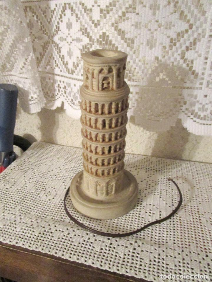 ANTIGUA LAMPARA CON LA FORMA DE LA TORRE DE PISA, AÑOS 80. RECUERDO DE PISA (Antigüedades - Iluminación - Lámparas Antiguas)