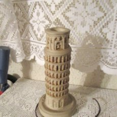 Antigüedades: ANTIGUA LAMPARA CON LA FORMA DE LA TORRE DE PISA, AÑOS 80. RECUERDO DE PISA. Lote 175943142