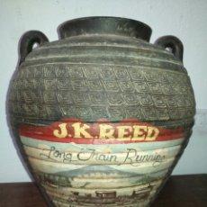Antigüedades: TINAJA CERMICA DOS ASAS PUBLICIDAD PINTADA POR J.K. REED , ARTISTA NOVA ZELANDA. PUBLICIDAD TREN. Lote 175955318