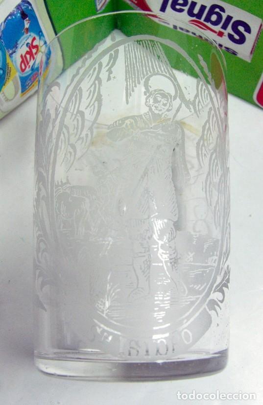 Antigüedades: ANTIGUO VASO EN CRISTAL DECORADO AL ACIDO CON FIGURA DE SAN ISIDRO. LA GRANJA ? - Foto 2 - 175961903