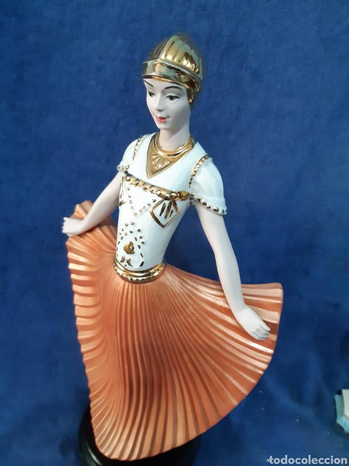 Antigüedades: Figura de porcelana policromada con adornos en oro de 24 kilates - Foto 7 - 175976788