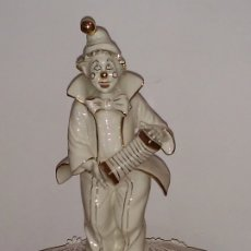 Antigüedades: FIGURA DE PORCELANA VILLARI DE 30 CM (DETALLE EN ORO). Lote 175997845