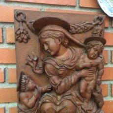 Antigüedades: CUADRO RESINA VIRGEN CON NIÑOS. Lote 176001484