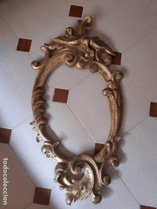 MARCO ANTIGUO OVAL EN MADERA TALLADA. 84 X 44 CMS. (Antigüedades - Hogar y Decoración - Marcos Antiguos)