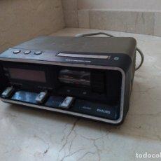 Antigüedades: ANTIGUO RADIO DESPERTADOR PHILLIPS . Lote 176012108