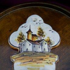 Antigüedades: AGUA BENDITERA DE CERAMICA DE MANISES. DE GRAN BELLEZA Y DETALLE.. Lote 176027965
