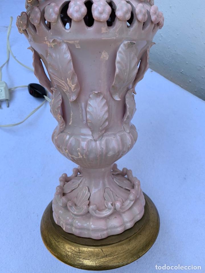 Antigüedades: PRECIOSA LÁMPARA DE MESA CERÁMICA MANISES ROSA - Foto 6 - 176029112