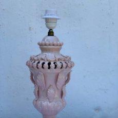 Antigüedades: PRECIOSA LÁMPARA DE MESA CERÁMICA MANISES ROSA. Lote 176029112