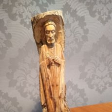 Antigüedades: ANTIGUA TALLA DE MADERA DEL SAGRADO CORAZON DE JESUS TALLADA EN TRONCO DE PINO. Lote 176047900