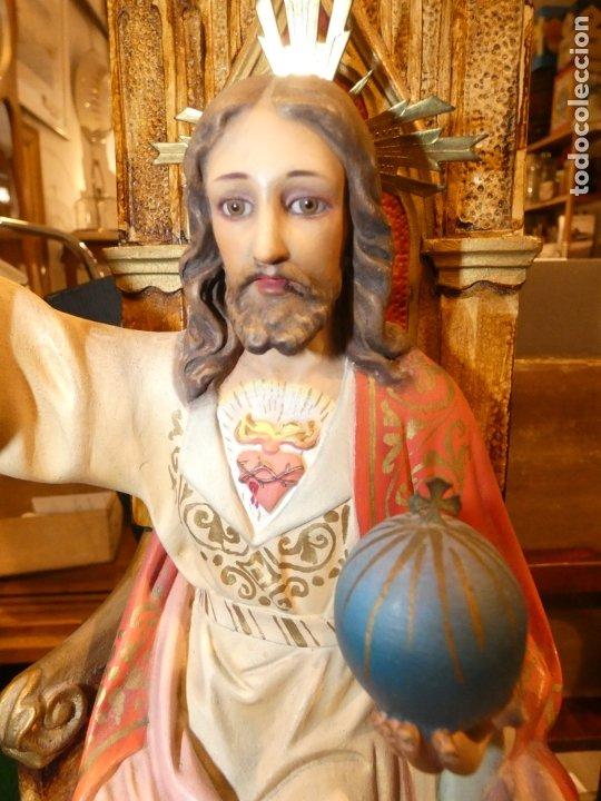Antigüedades: Gran imagen Sagrado corazón de Jesús en trono, tipo Olot. no lleva sello. mide 56 alto, base 20 x 20 - Foto 2 - 176080677