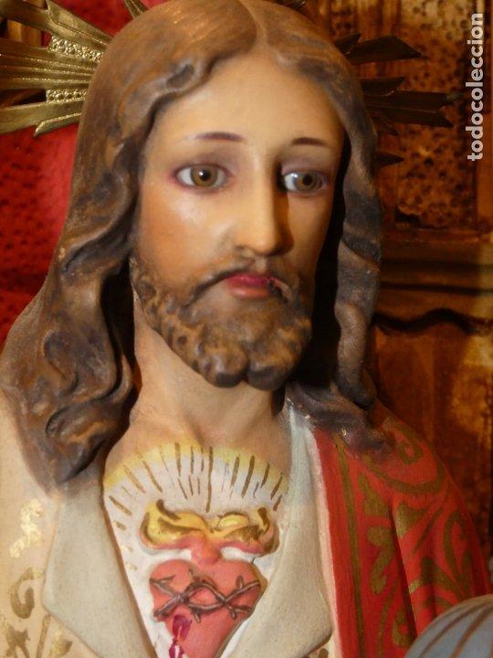 Antigüedades: Gran imagen Sagrado corazón de Jesús en trono, tipo Olot. no lleva sello. mide 56 alto, base 20 x 20 - Foto 8 - 176080677