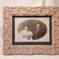 Antigüedades: ANTIGUO CUADRO DE MADERA CON FOTOGRAFÍA ANTIGUA BELLA MOLDURA PRINCIPIOS DEL SIGLO XX. Lote 176082408