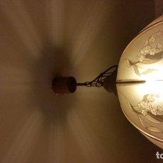 Antigüedades: MAGNIFICA LAMPARA DE TECHO HECHA EN CRISTAL Y MADERA DECORADA CON FLORES. Lote 176085334