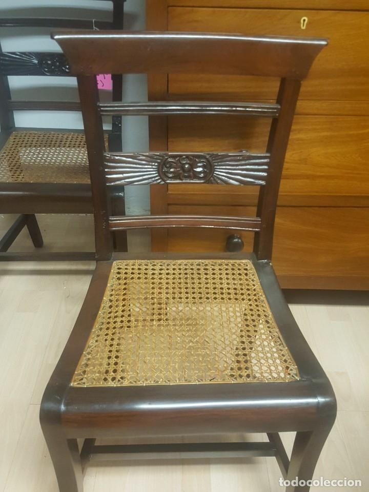 Antigüedades: Pareja de sillas en madera de palosanto con adorno en el respaldo. Rejilla. - Foto 2 - 176091274