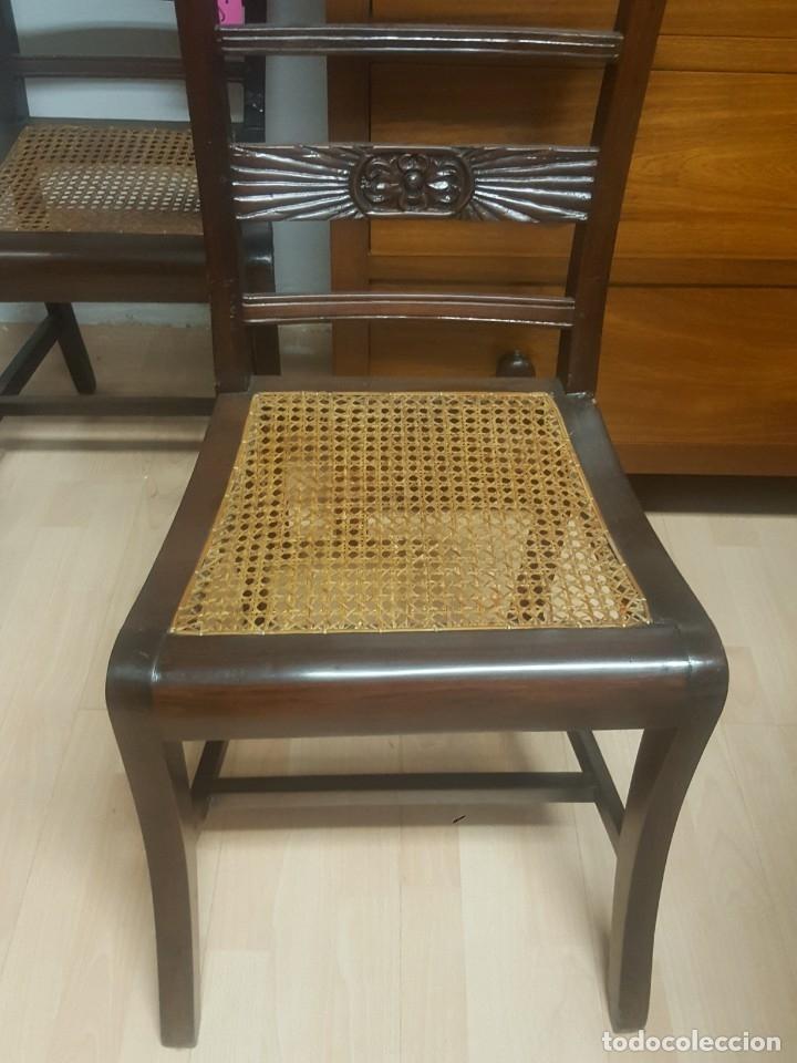 Antigüedades: Pareja de sillas en madera de palosanto con adorno en el respaldo. Rejilla. - Foto 3 - 176091274