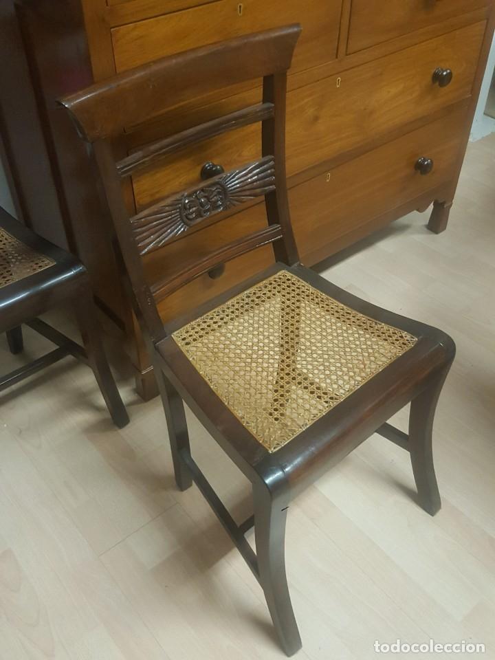 Antigüedades: Pareja de sillas en madera de palosanto con adorno en el respaldo. Rejilla. - Foto 4 - 176091274