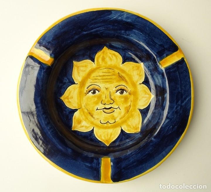 CENICERO DE CERÁMICA DE TALAVERA FIRMADO DISEÑO CON MOTIVO DE SOL PINTADO A MANO (Antigüedades - Porcelanas y Cerámicas - Talavera)