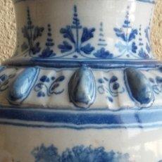 Antigüedades: JARRÓN FLORERO. CERÁMICA ESMALTADA PINTADA A MANO. TALAVERA DE LA REINA. RUIZ DE LUNA. C. 1900.. Lote 176098215
