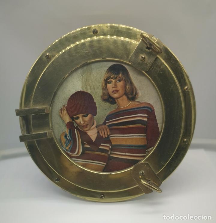 Antigüedades: Marco antiguo art decó en bronce simulando ventana de barco de ojo de buey, reverso de madera . - Foto 2 - 176108223