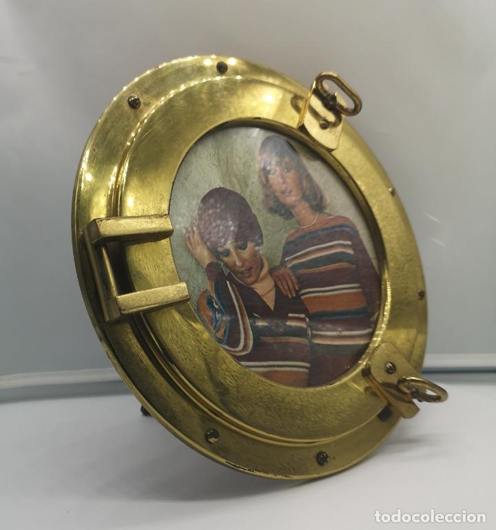 Antigüedades: Marco antiguo art decó en bronce simulando ventana de barco de ojo de buey, reverso de madera . - Foto 3 - 176108223